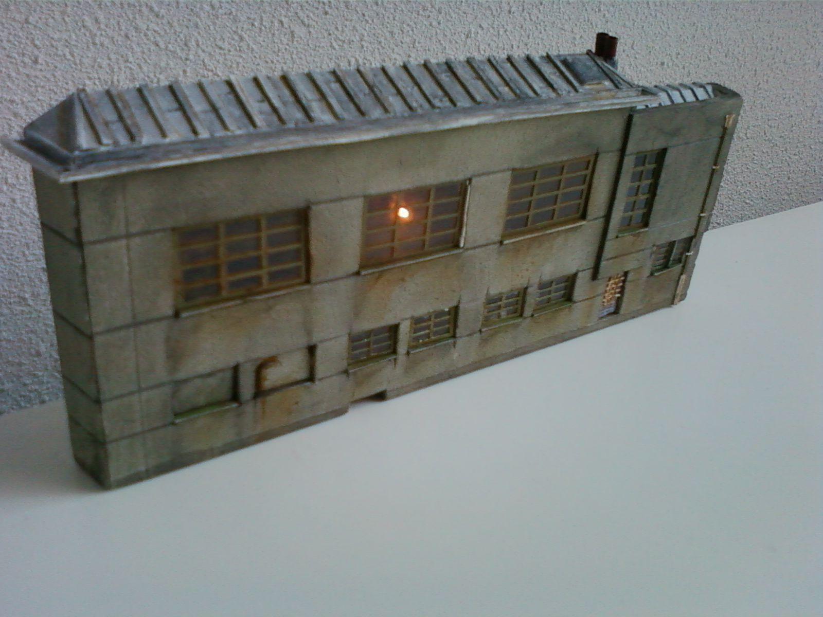 Betonnen gebouw, Art Deco stijl, halfreliëf of facade