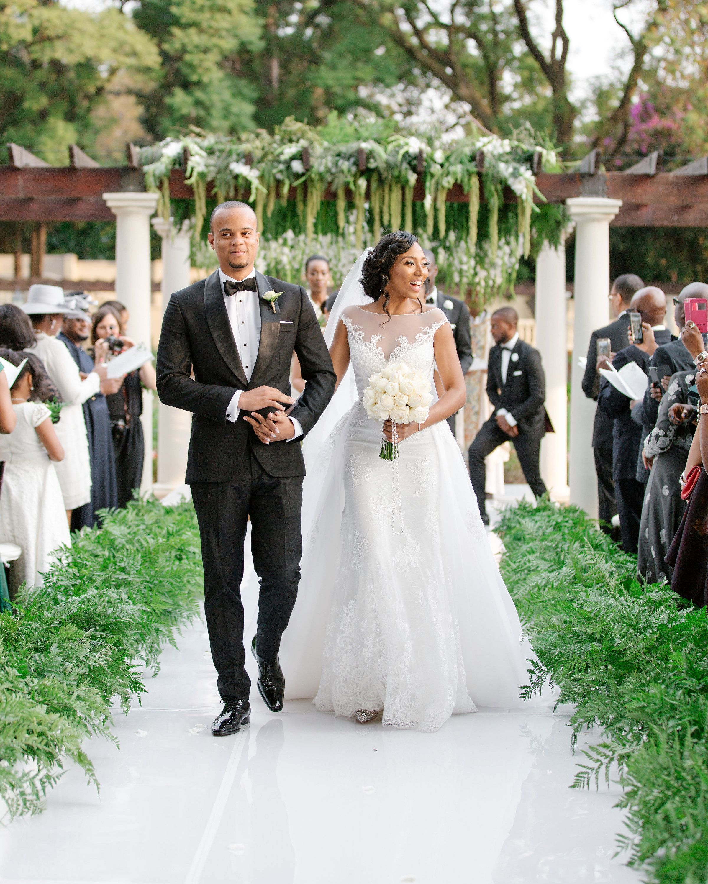One Couple's Flower-Filled Destination Wedding in ...