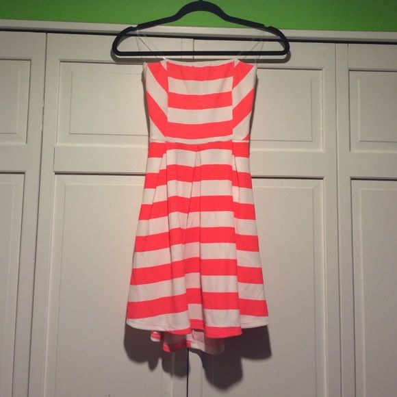 Strapless Dress Strapless summer dress, fits true to size, worn once, lace backing is elastic and material is stretchy. Padded cups. Recommended for size A-C. Size small. Hot pink and white striped. Wet Seal Dresses Strapless