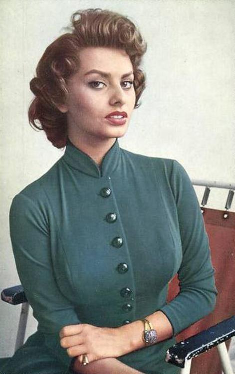 Sophia Loren http://25.media.tumblr.com/6da9730a4e8123a217c55d4187782009/tumblr_mj2c73qqKX1rj28rmo1_500.jpg