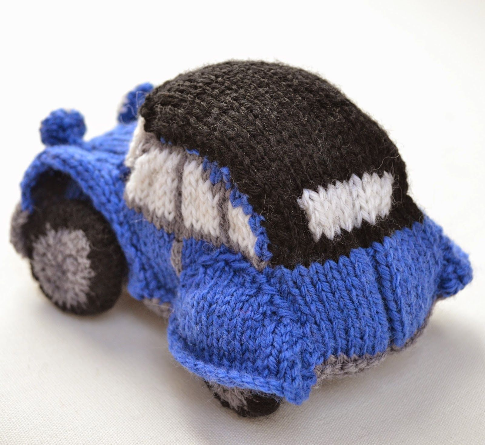 Blue 2CV Car Knitted | Toys | Pinterest | Cars and Dolls