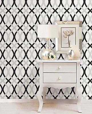 This High Fashion Wallpaper Brings A Glamorous Look To Your Room Printed On A Premium Peel And Stick Mate Peel And Stick Wallpaper Nuwallpaper Vinyl Wallpaper