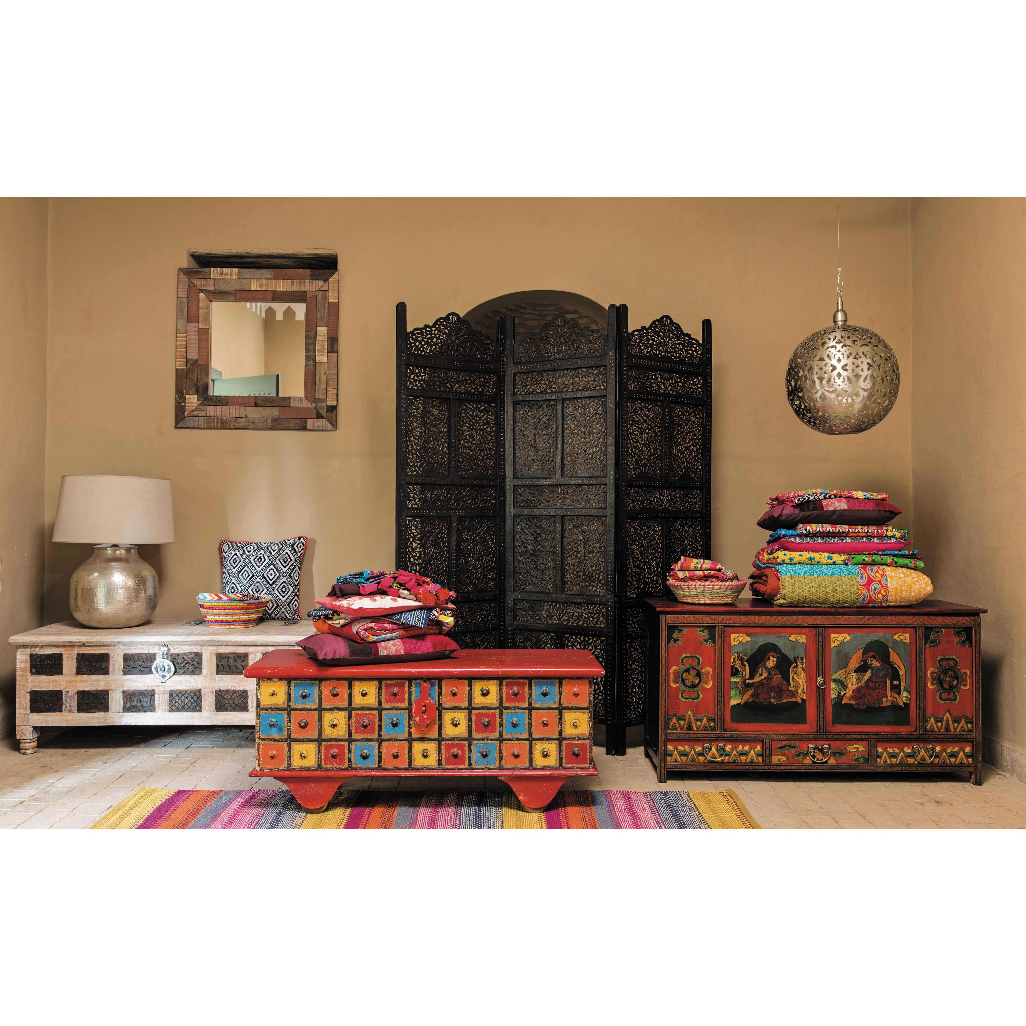 trendy coffre indien en bois recycl l cm karma maisons du monde with coffre bout de lit maison. Black Bedroom Furniture Sets. Home Design Ideas
