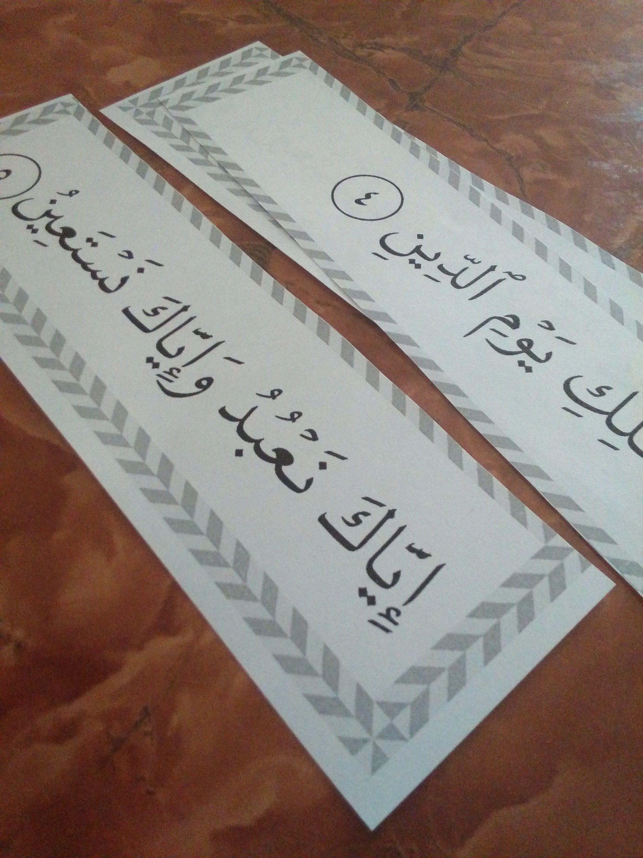 شرح واف لكيفية تطبيق هذه السلسلة و كيف نستخدم بطاقات التحفيظ مع الاطفال و كيف يتم تفسير جزء عم له Islamic Kids Activities Islam For Kids Muslim Kids Activities