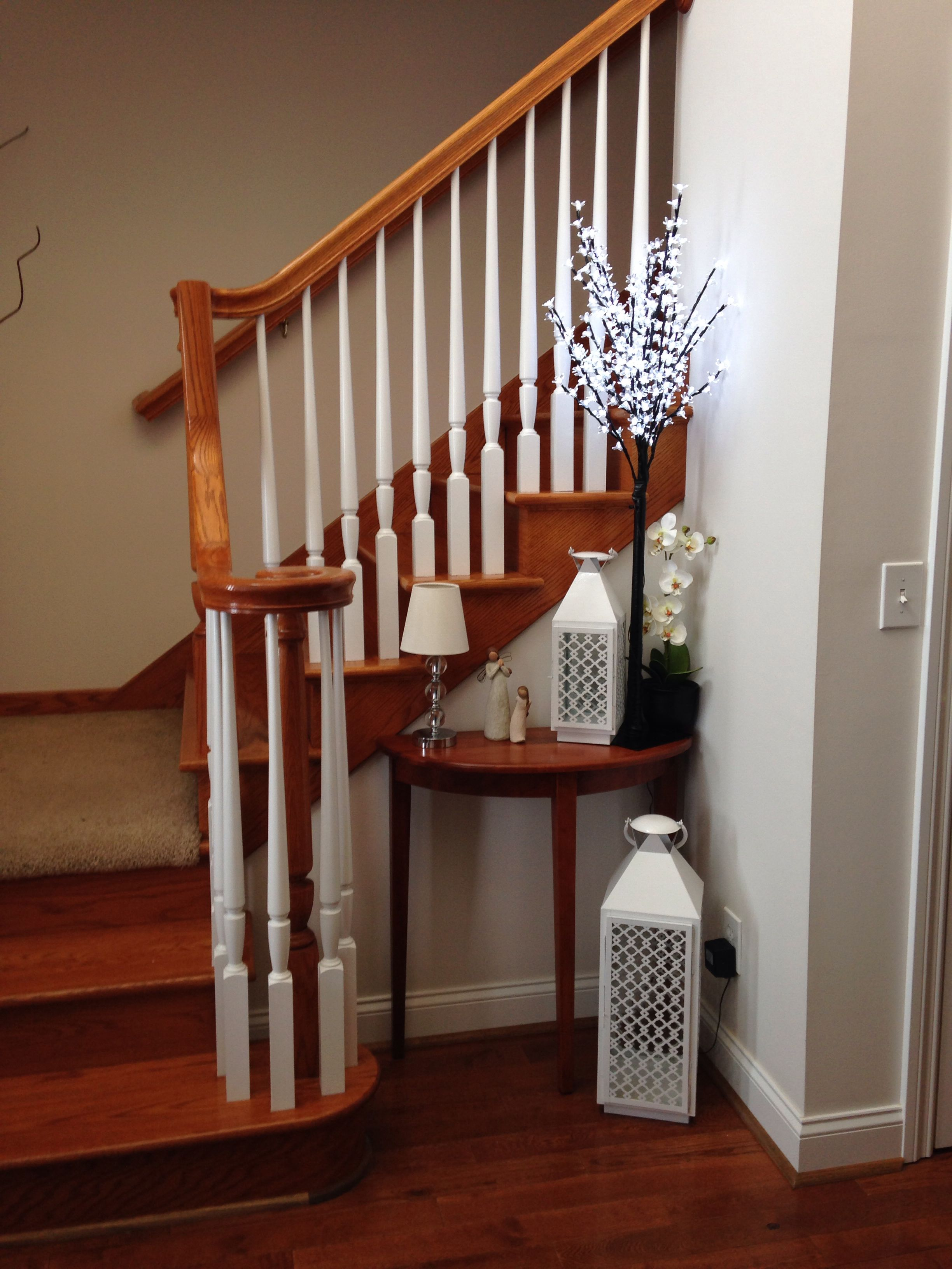 Delicieux Stairway Decorating   Entryway Decoration   Stairway Corner Decoration