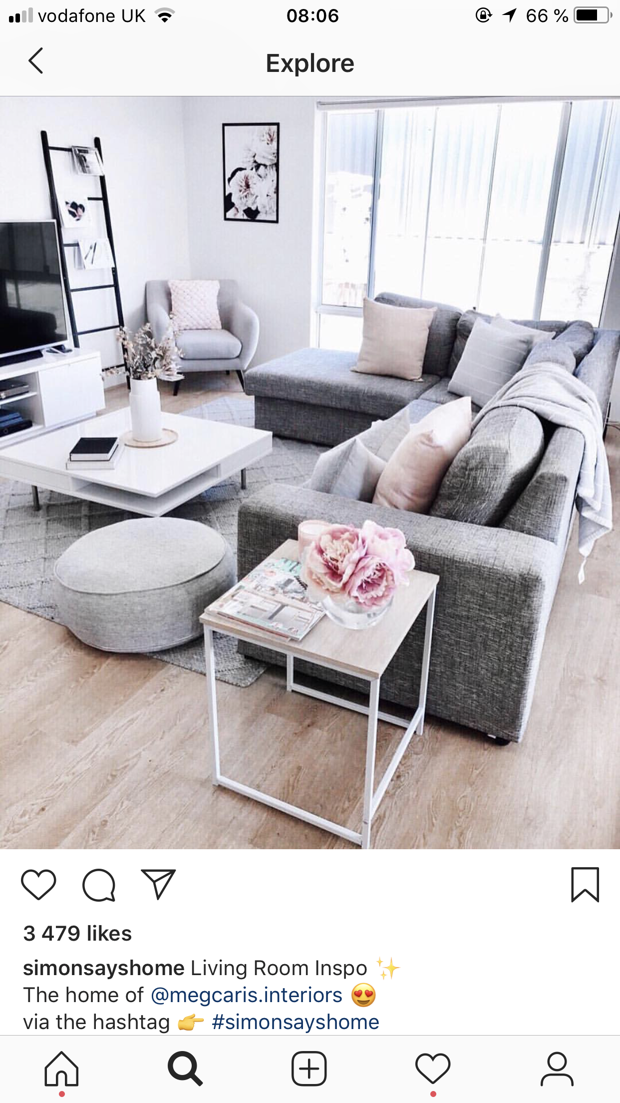 Living room with grey couch - with pink accents  Wohnzimmer