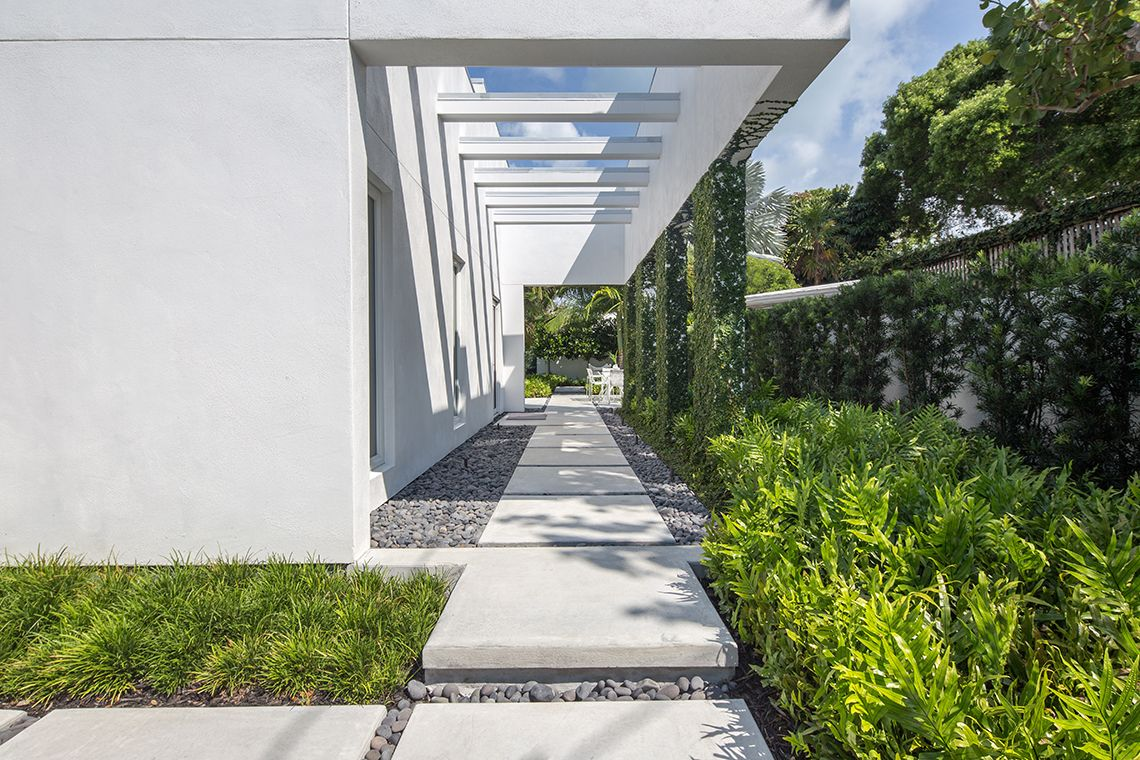 Modern Tropical Garden Landscape Design In The Heart Of Key West The Architecture Was Do Modern Landscape Lighting Modern Garden Landscaping Landscape Design