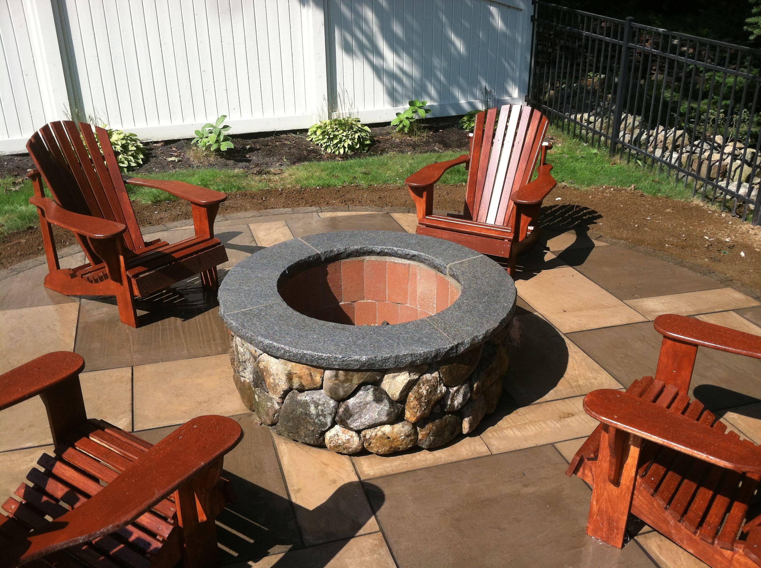 Stone Veneered Fire Pit With Granite Cap Stone Veneer Stone Work Outdoor Decor