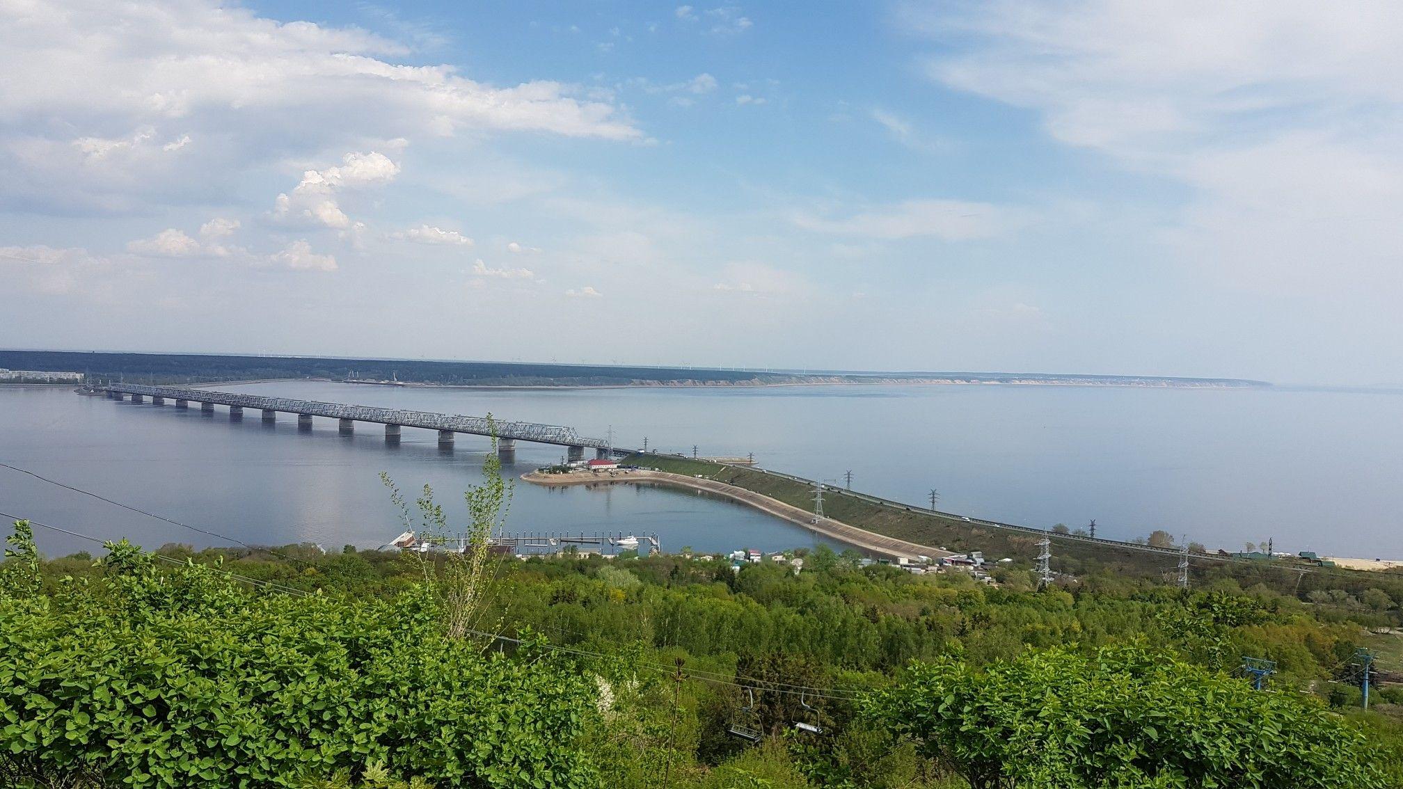 Ульяновск, Россия. Река Волга. Императорский мост ...