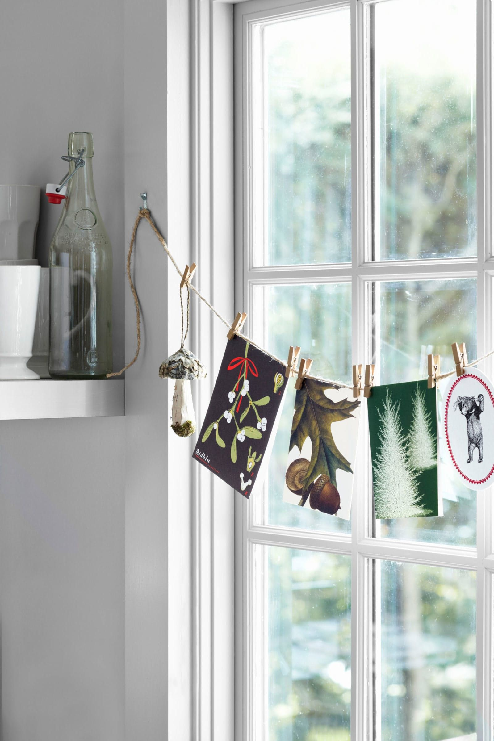 Simple Christmas Decorations For Your Windows | Window, Decoration ...