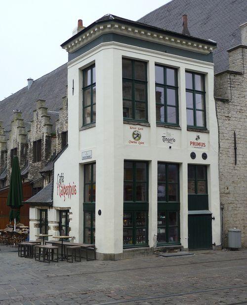 """Café """" 't Galgenhuys """" Gent, België Na een dag de stad verkennen hier lekker zitten bieren. Jan '05"""
