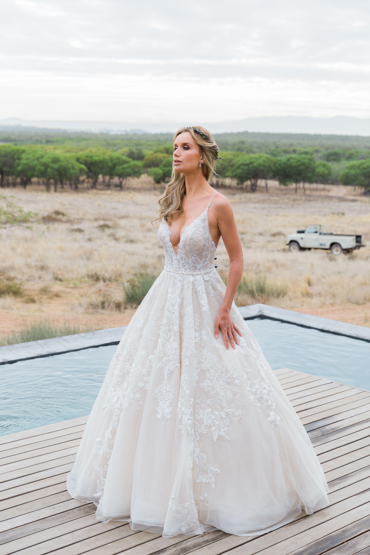 Extravagantes Brautkleid mit viel Spitze  Kleider hochzeit, Braut