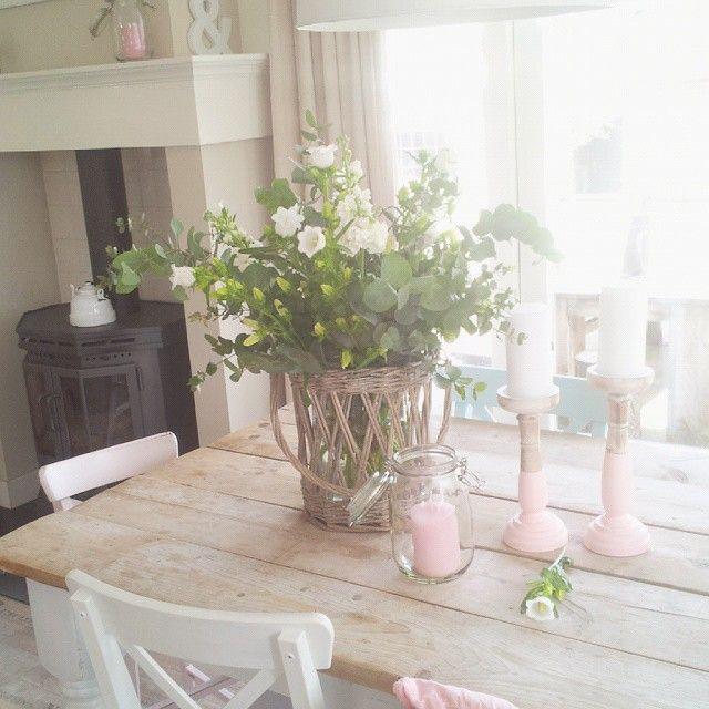 Blumen gehören einfach auf jeden Tisch   Rozen decoratie