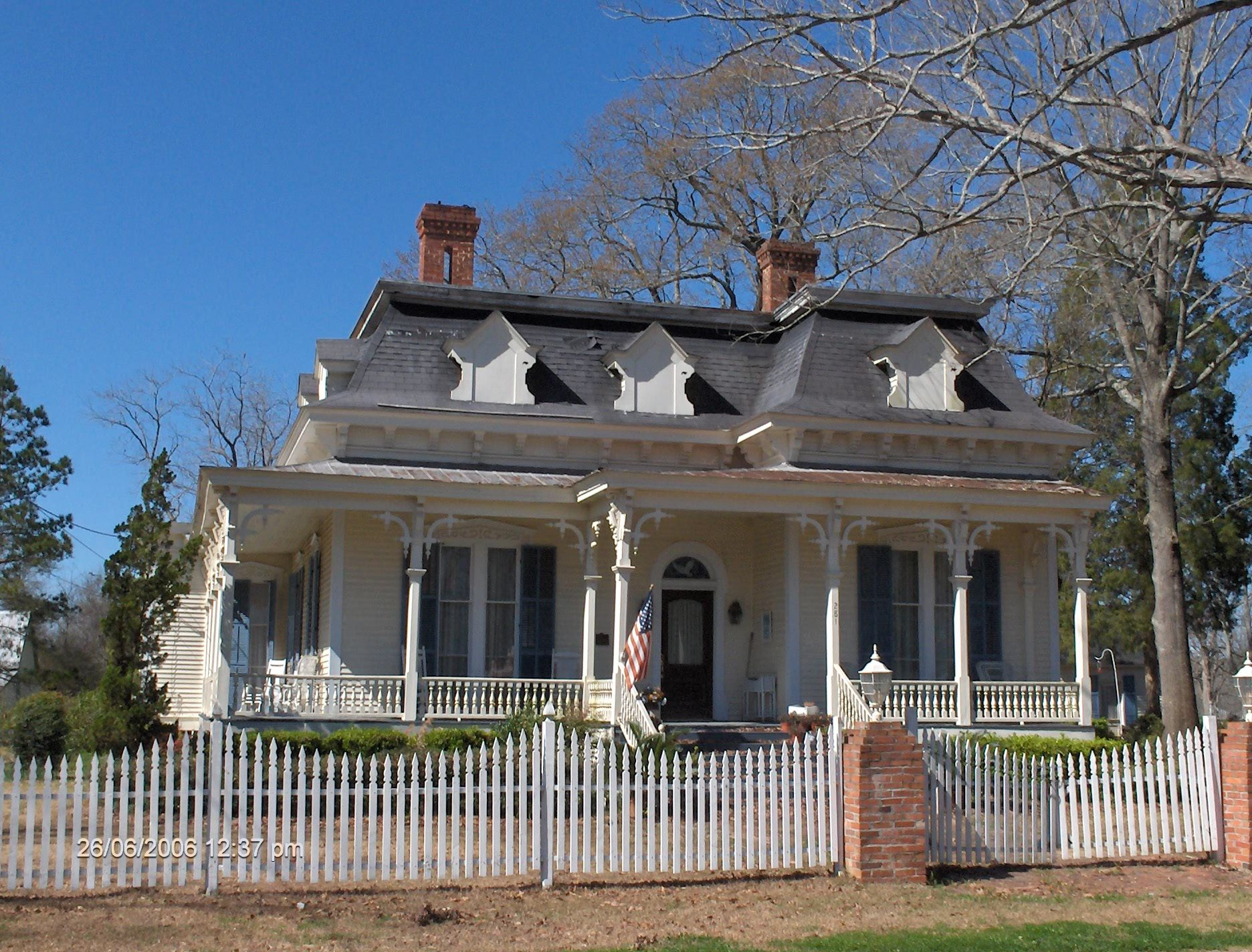 Best Mansard Roof On A One Story House American Victorian 400 x 300