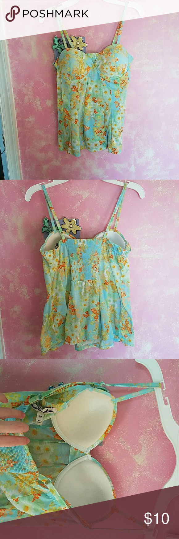 Spring/Summer cupped tank. A floral cupped tank. I do not know cup size. Only worn once. No trades.  Smoke free home.  No flaws. True Freedom Tops Tank Tops