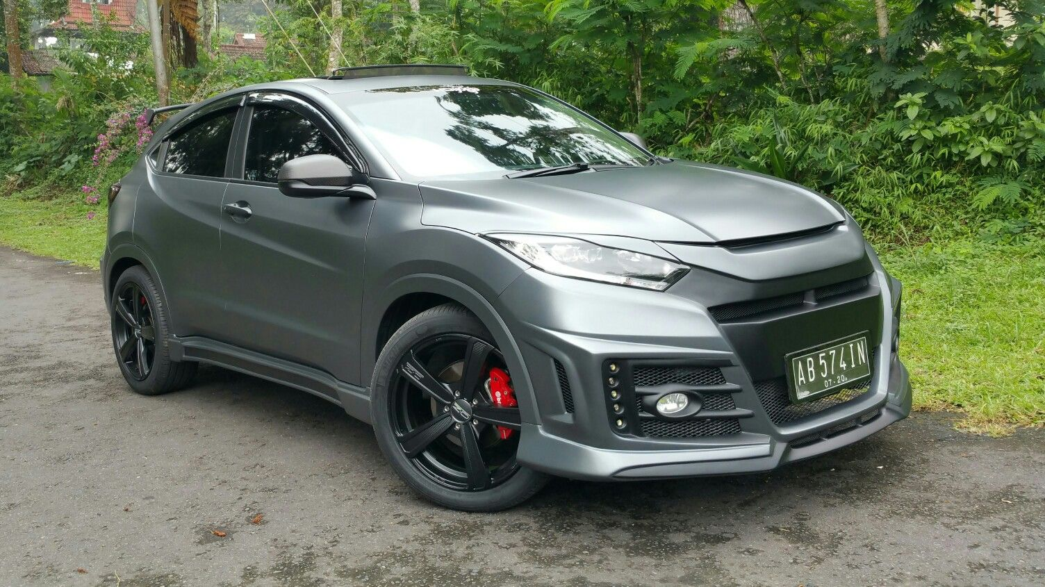Matte grey HRV with Noblesse Bodykit and OZ Montecarlo HLT ...