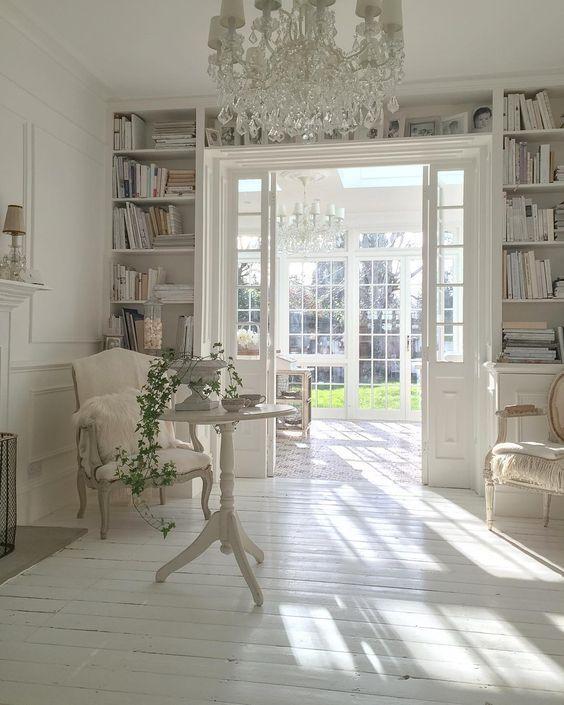 Librería a medida, aprovechando el marco de la puerta | Rincones de ...