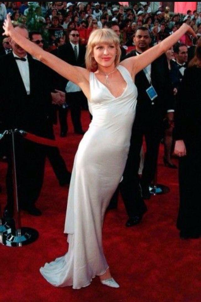 Pin By Regan Myers On Courtney Love Hole Iconic Dresses Oscar Fashion Best Oscar Dresses