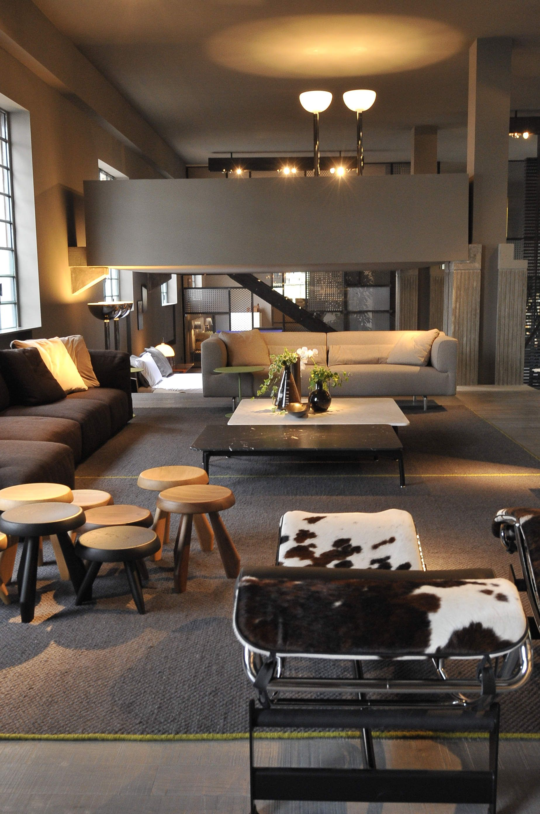 Livingroom cassina r e t a i l s p a c e pinterest for Showroom living room ideas