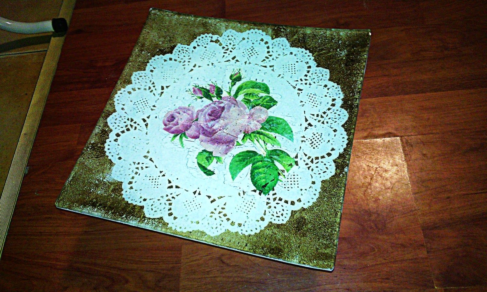 Smells Like Mommy: Decoupage on glass#decoupage #plates