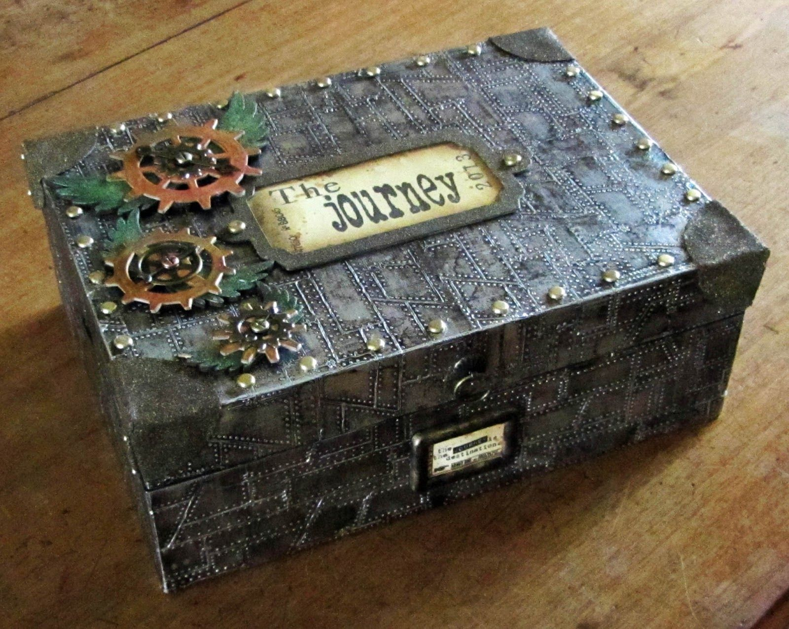 artistic craft dabbler: Steam Punk Upcycled Box