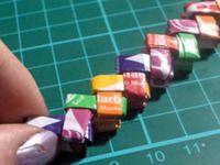 pulsera con papeles de caramelitos