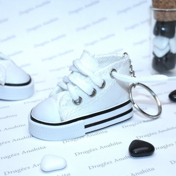 CONVERSE BLANCHE PORTE CLES DRAGEES