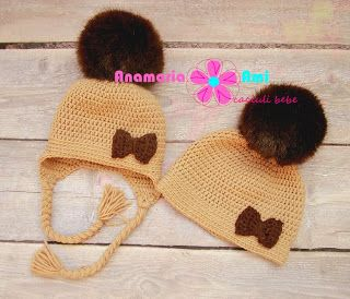 Asa mama,asa fiica caciula maro deschis cu mot blanita maro by Anamaria Ami like mom like daughter crochet hat fur faux pom pom