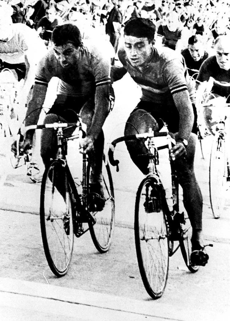 Campionato del Mondo 1963. Ronse, 11 agosto. Con Rik Van Looy (1933) alla ricerca della terza affermazione mondiale e un circuito disegnato apposta per le sue caratteristiche di velocista, il belga rappresentava ancora il principale favorito alla vittoria finale. Durante lo sprint però, il giovane connazionale Benoni Beheyt (1940), che doveva tiragli la volata, non si scansò per far passare il capitano, lo respinse anche con una spinta e al fotofinish fu dichiarato campione del mondo.