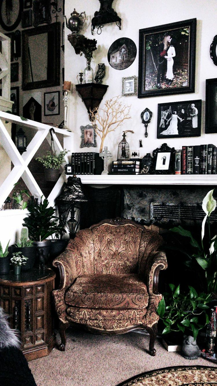 31 Awesome Living Room With Goth Home Decorations (1
