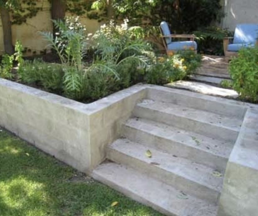 Cement Stairs Retaining Wall In 2020 Landscaping Retaining Walls Cinder Block Garden Wall Cinder Block Garden