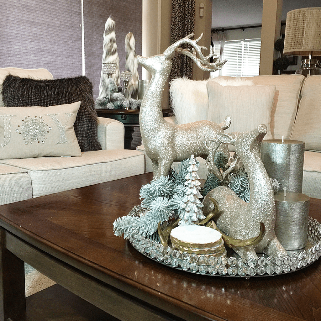Stunning Christmas Coffee Table Decor To Relax In The Living Room In 2020 Christmas Coffee Table Decor Glam Christmas Decor Christmas Centerpieces