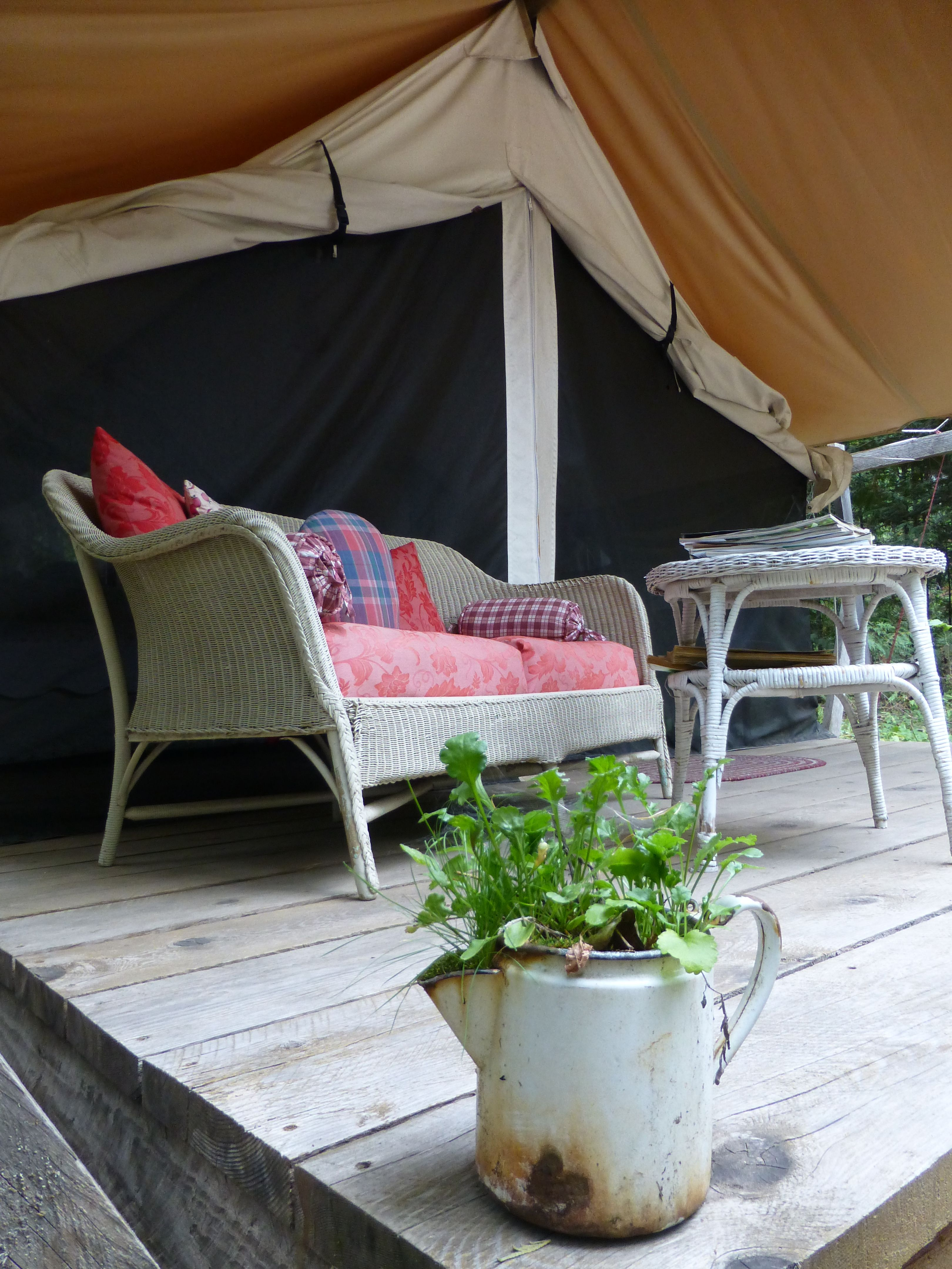 Gl&ing  Glamour C&ing  in North Idaho at Huckleberry Tent and Breakfast. & Glamping