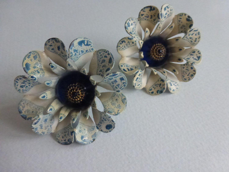 Pair of vintage blue and white print flower push pin curtain tie pair of vintage blue and white print flower push pin curtain tie back with blue center izmirmasajfo