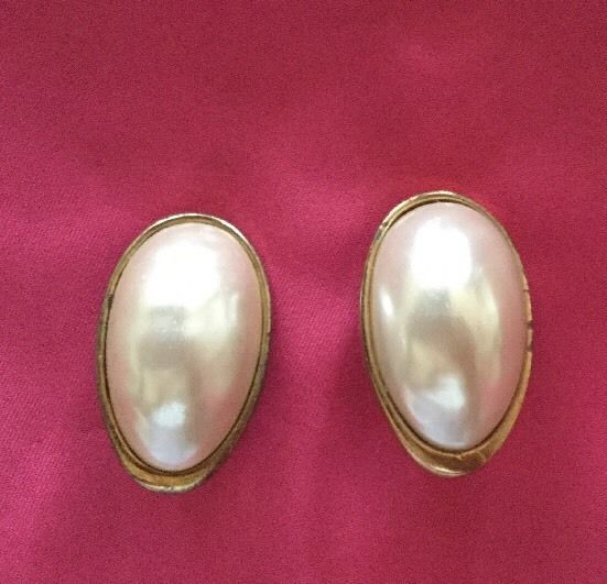 LES BERNARD RETRO VINTAGE FASHION RUNWAY GOLDTONE & PEARL CLIP-ON EARRINGS OVAL  | eBay