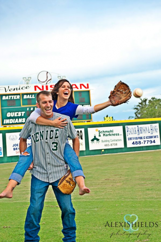 Engagement Shoot Ideas in the baseball field! Sport lovers #baseball #baseball #couples