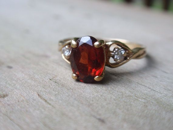 10k Yellow Gold Oval Garnet Ring