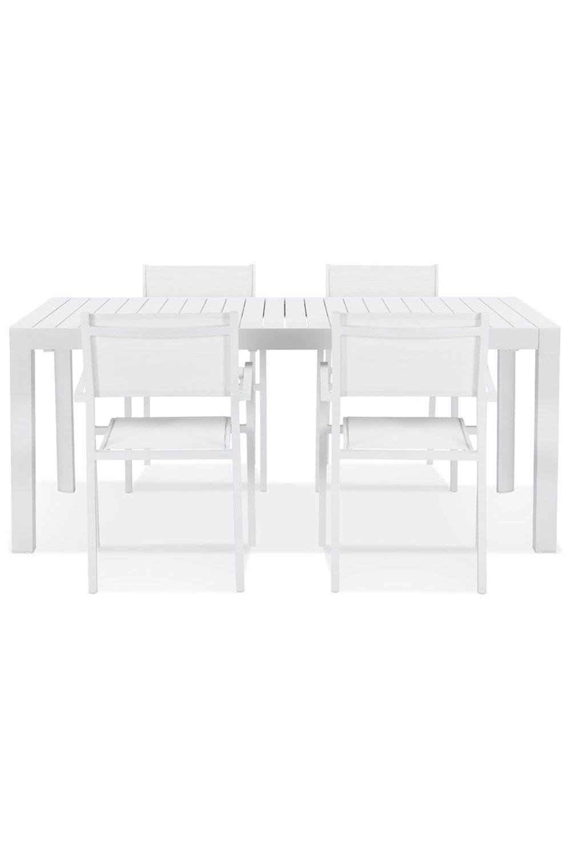 Une Table De Jardin En Aluminium Et Extensible, La Table