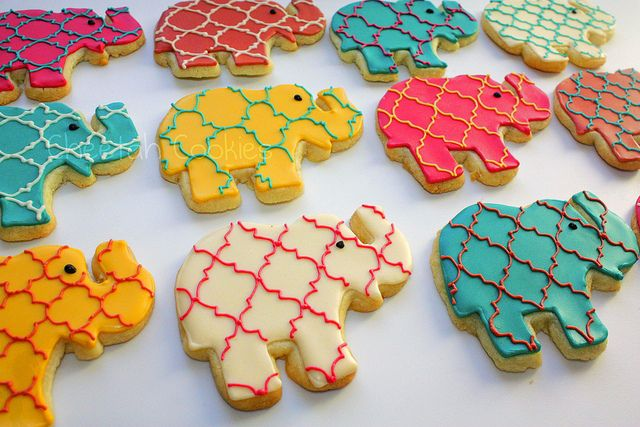 Cookies...  I dream of learning to use royal icing but I know I'd die of frustration.  Gah!!!