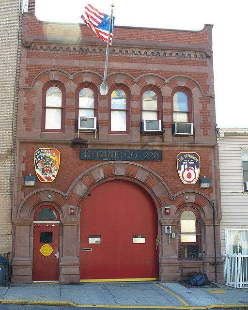 E228 Fdny Firehouse Engine 228 Sunset Park Brooklyn New York City Fdny Firehouse Fire Hall Fire Emt