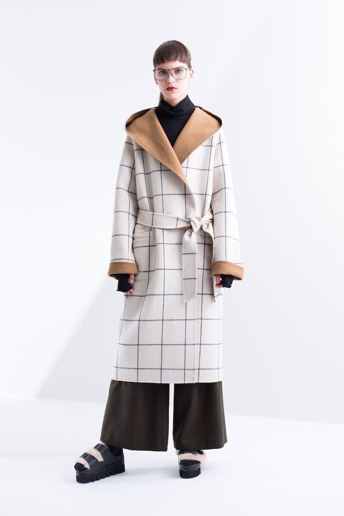 「アウラ(AULA)」は2016-17年秋冬コレクションを発表した。