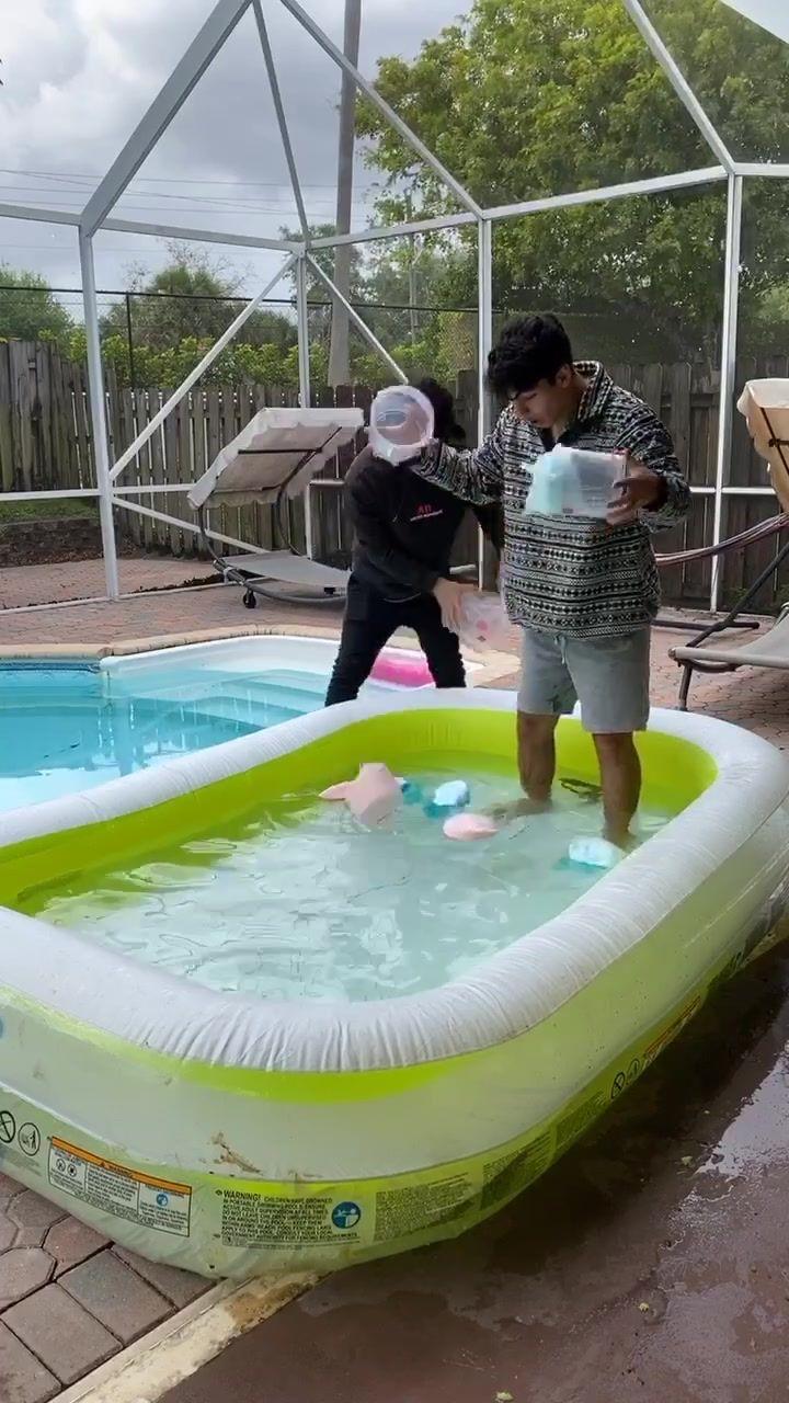 Pin by kyaw tun on anime art anime art pink blue hot tub