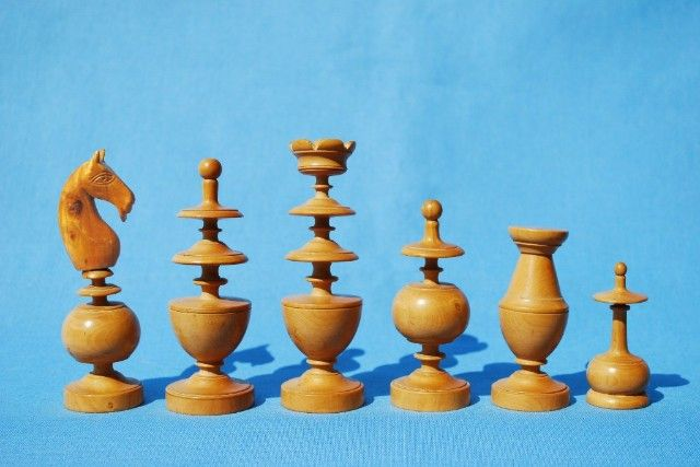 """Russian Zagreb Staunton 34 Chess Pieces in Bud Rose Wood 3.8/"""" King Box Wood"""