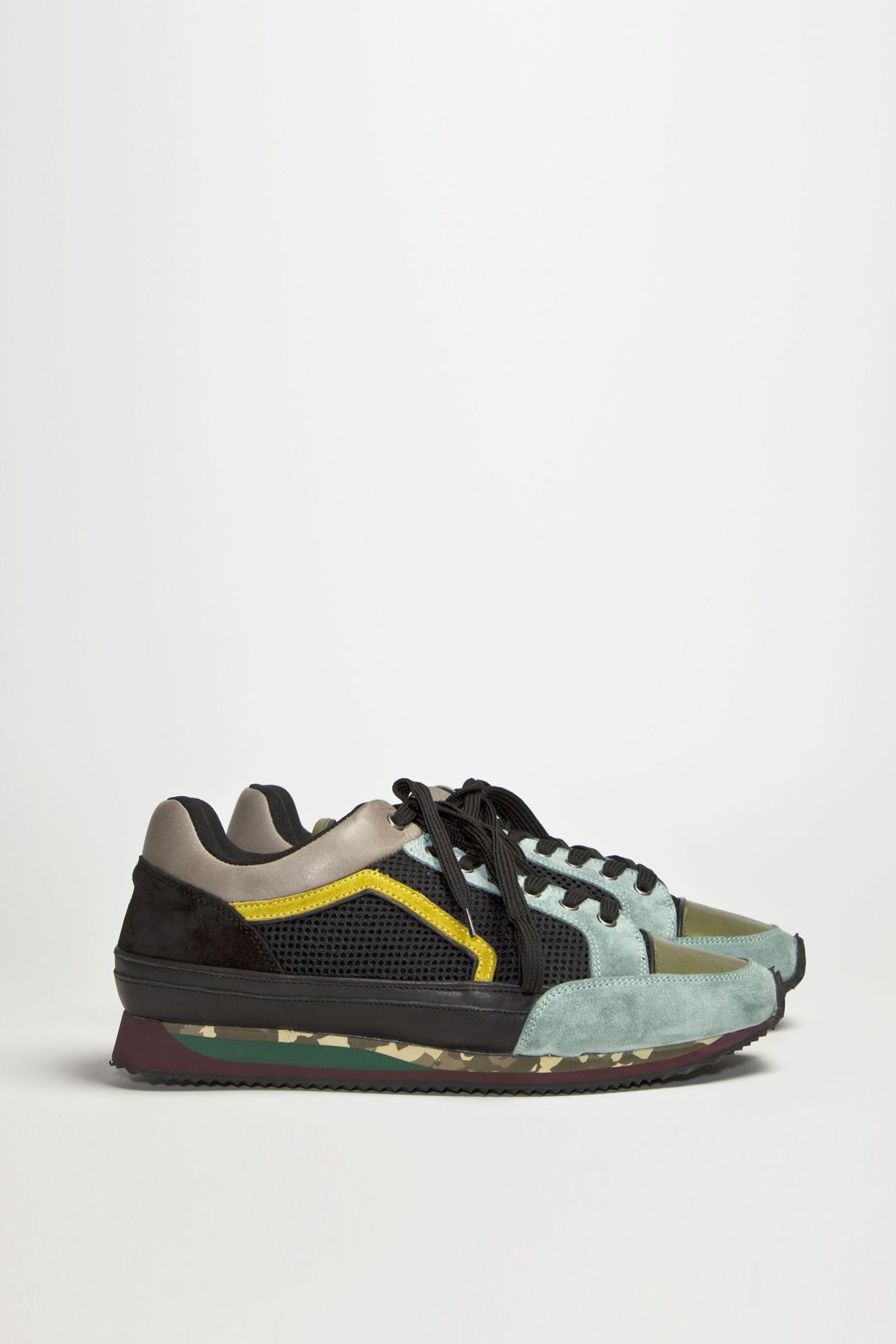 Smooth sneakers from Dries Van Noten. Material and color mix all over.  Upper in leather 9d6be227e