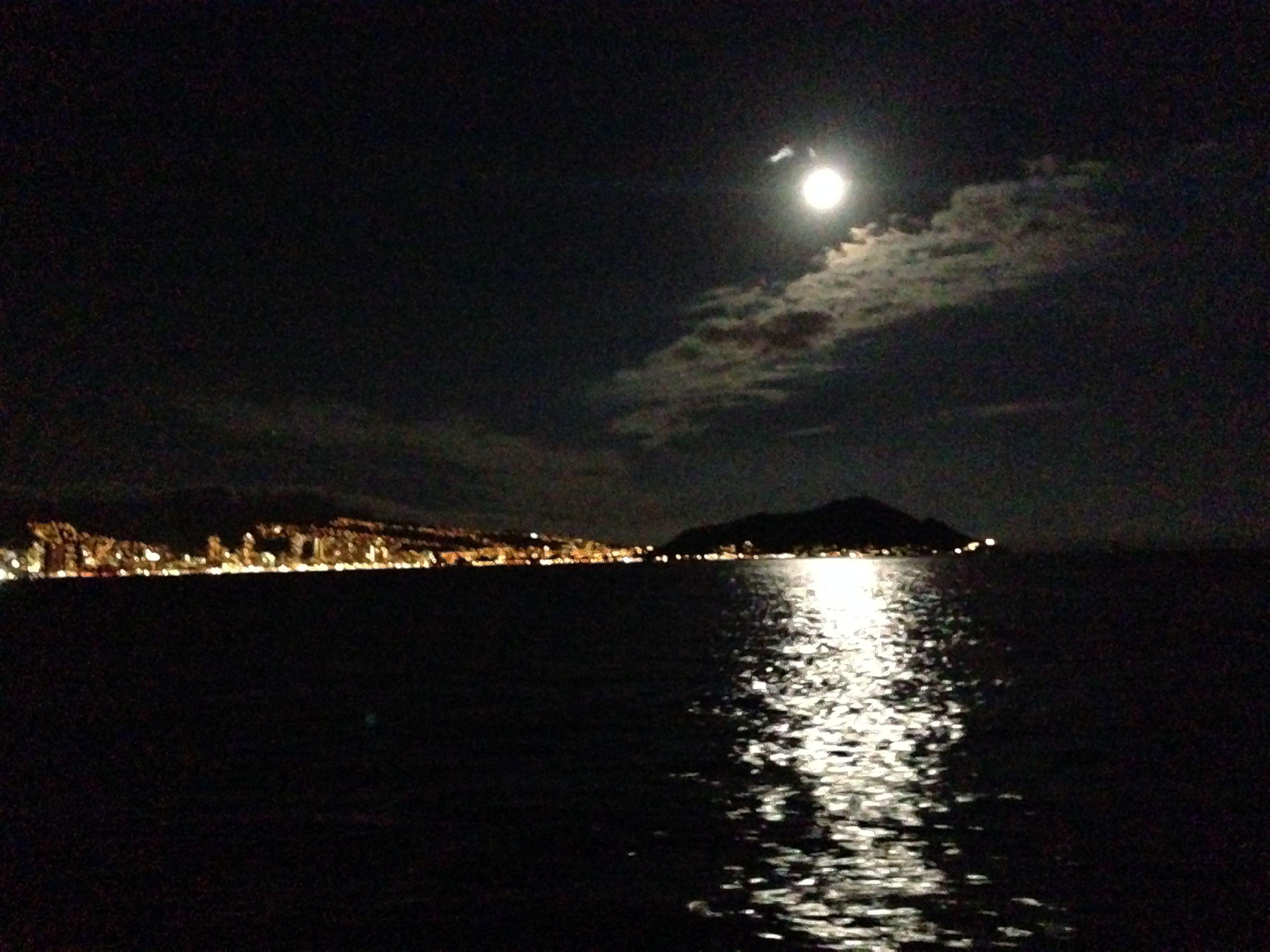 Full Moon Over Diamond Head Hawaii ハワイ