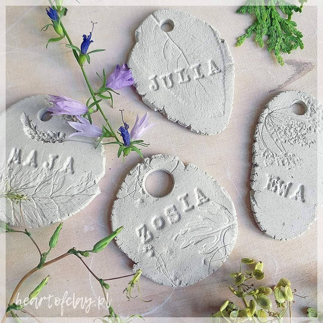 Zosia, Julia, Ewa, Maja... 🍀 Te i inne zawieszki z imionami już wkrótce!  Cute ceramic nametags coming soon!  #ceramics #nolimits #handbuiltceramics #ceramikaartystyczna #bizuteria #potteryartist #decor #ceramicart #wabisabi #talisman #ewa #jewellery #ecofriendly #jewelry #pendant #plantstagram #flowers #giftideas #hygge #zofia #decor #charm #plantlove #natureinspired  #julia #maja #zosia #instagood #inspiration #name #nametag