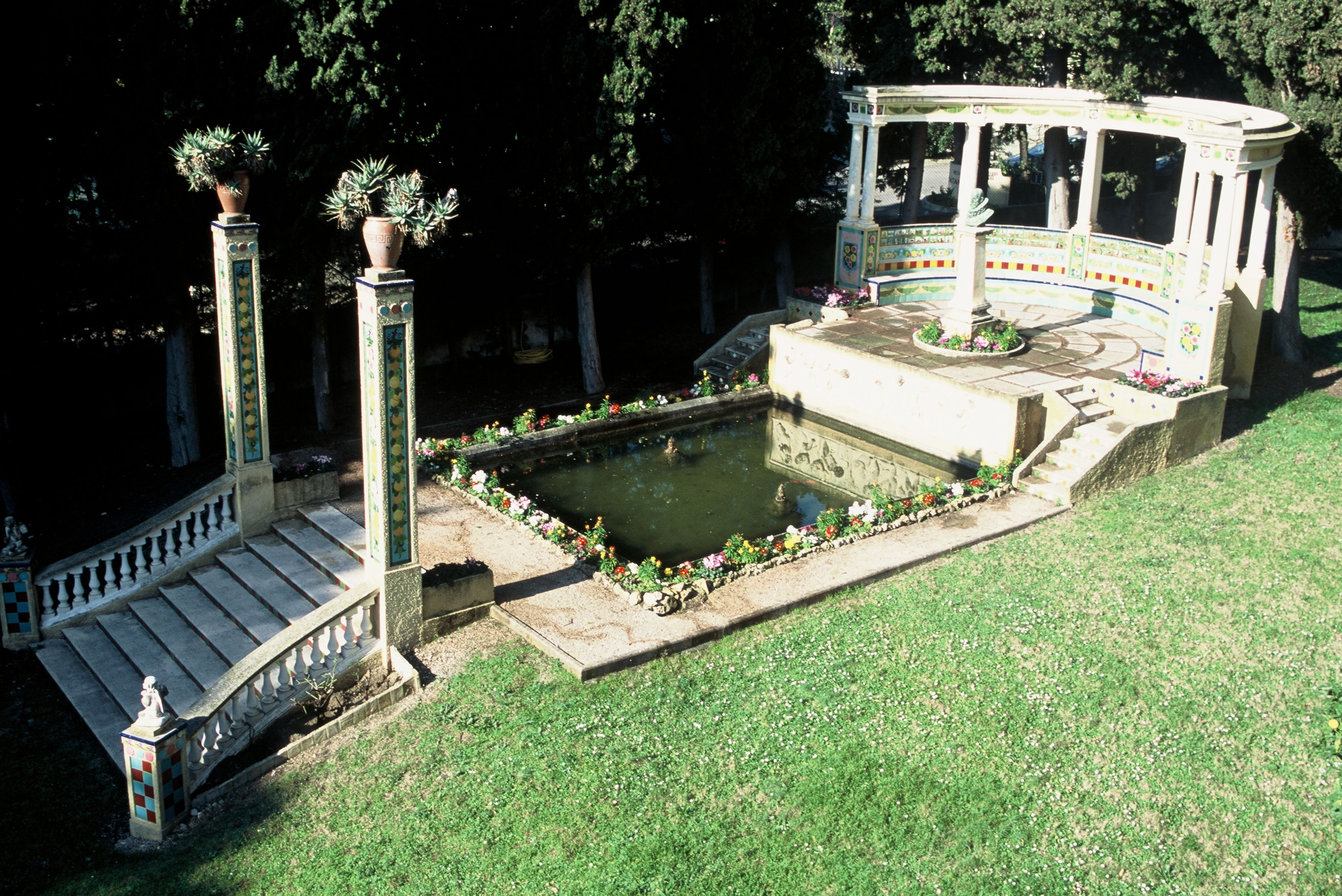 Au fond du jardin de Best Western H´tel Prince De Galles de