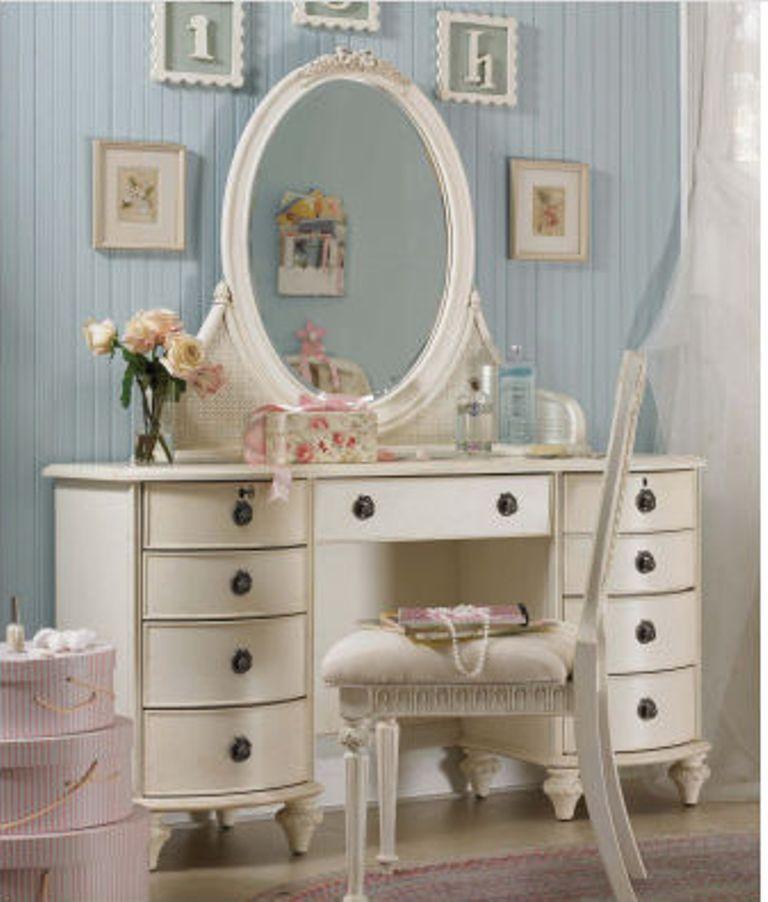 Elegant White Bedroom Vanity | Little shabby chic | Pinterest ...