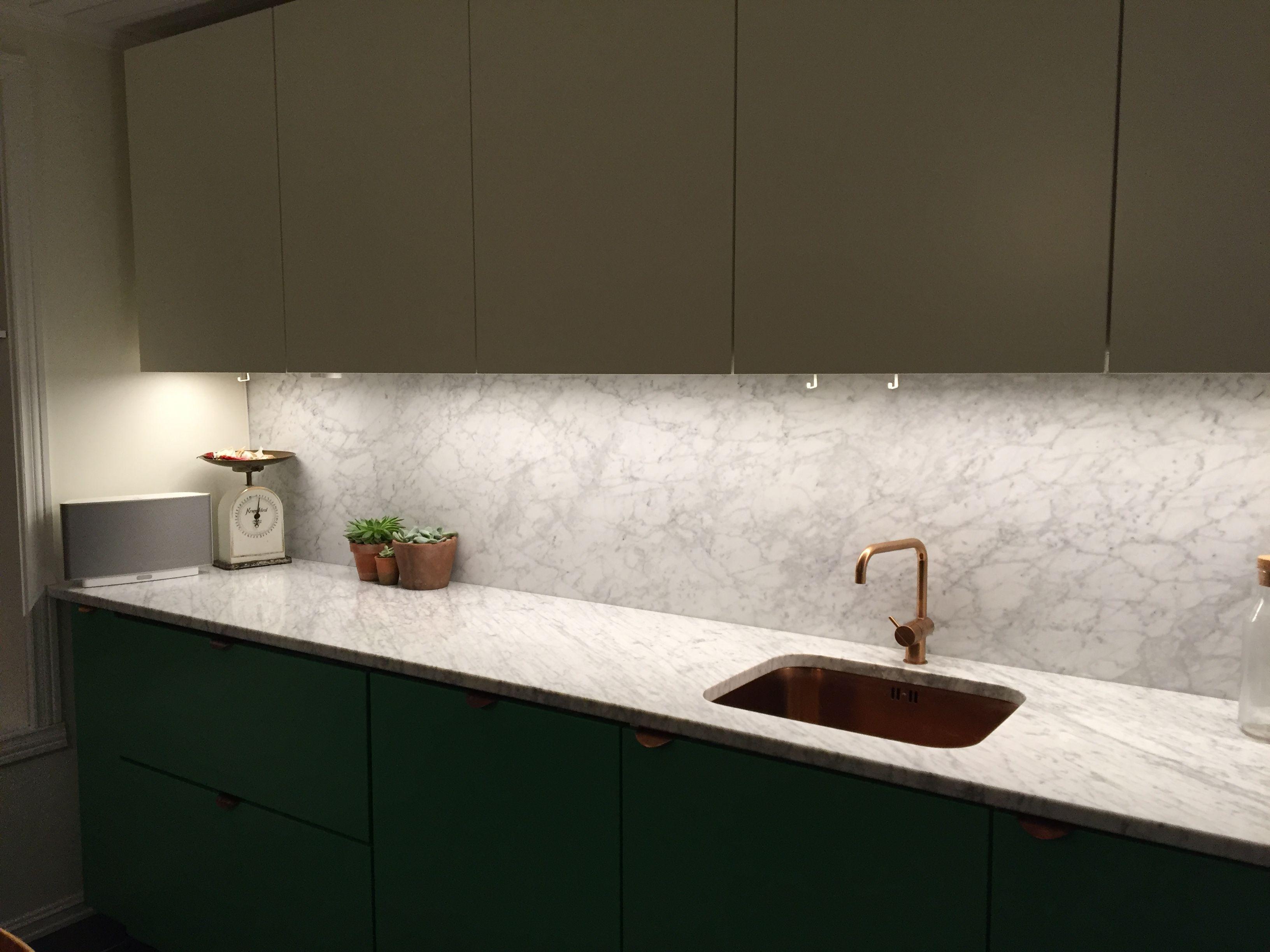 STUDIO10 fronter i kombinasjon med marmor, vola i kobber og ...