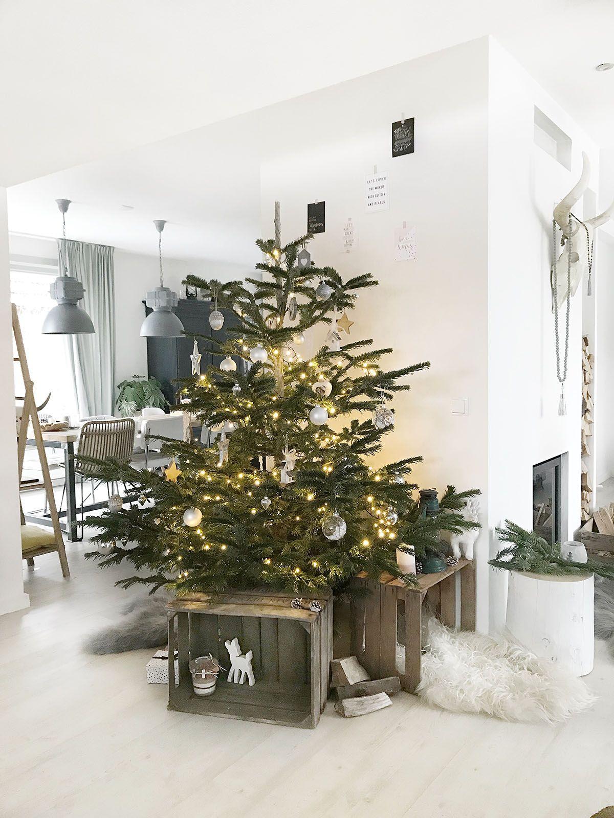 kerstboom met houten fruitkistjes kerst interieur ideeen alternatieve kerstboom christmas interior kerstinterieur